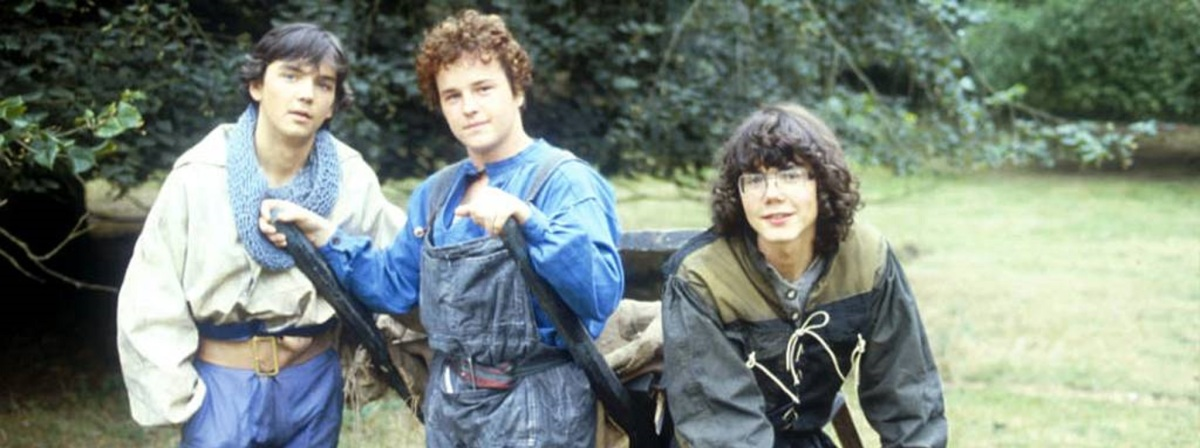 The Tripods (1984) – A village in England: July, 2089AD