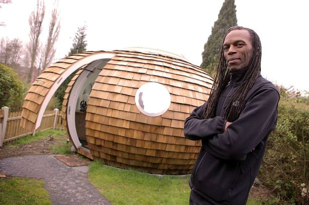 Ranking-Roger-with-The-Pod-in-his-back-garden