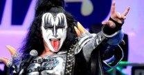 Kiss-Gene-Simmons-Devils-Horn-Hand-Gester-Registered